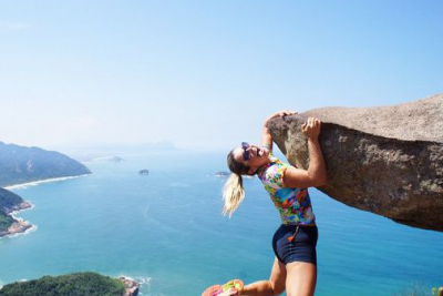 b2ap3_thumbnail_flavia_alessandra_actress_hanging_from_cliff-2
