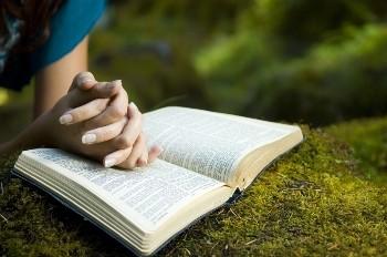 woman-praying-with-bible-w350x232