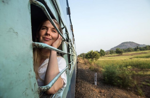 woman-train-india-julian-manrique-wherenext